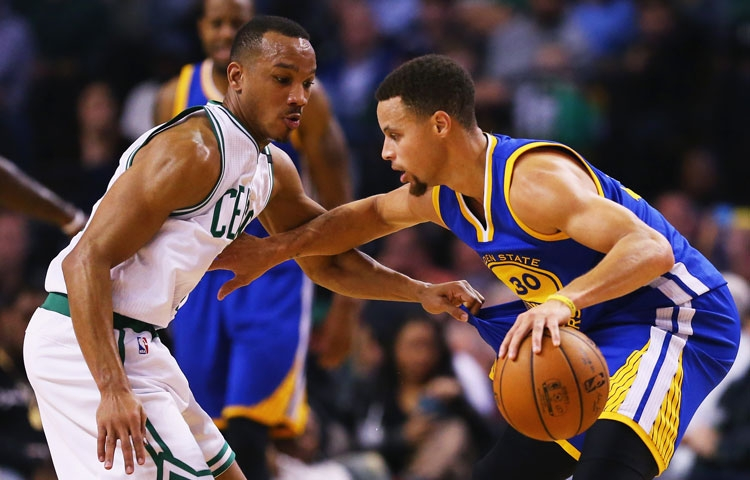 Stephen Curry今天全場均被Celtics球球員「貼身招呼」。(圖片:Maddie Meyer/NBAE/Getty Images)