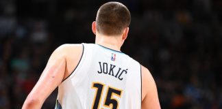 Nikola Jokic今天交出三雙表現,助Nuggets大勝Warriors。(圖片:Garrett Ellwood/NBAE via Getty Images)
